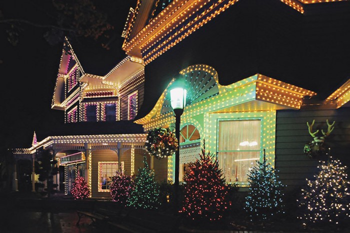 How to Safely Hang Christmas Lights on your Roof